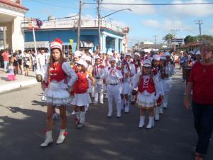 20110128180715-marti-desfile-banda.jpg