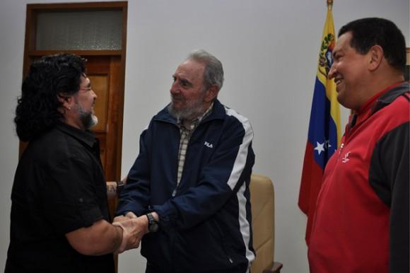 20140624162232-maradona-y-fidel-chavez-1-580x386.jpg